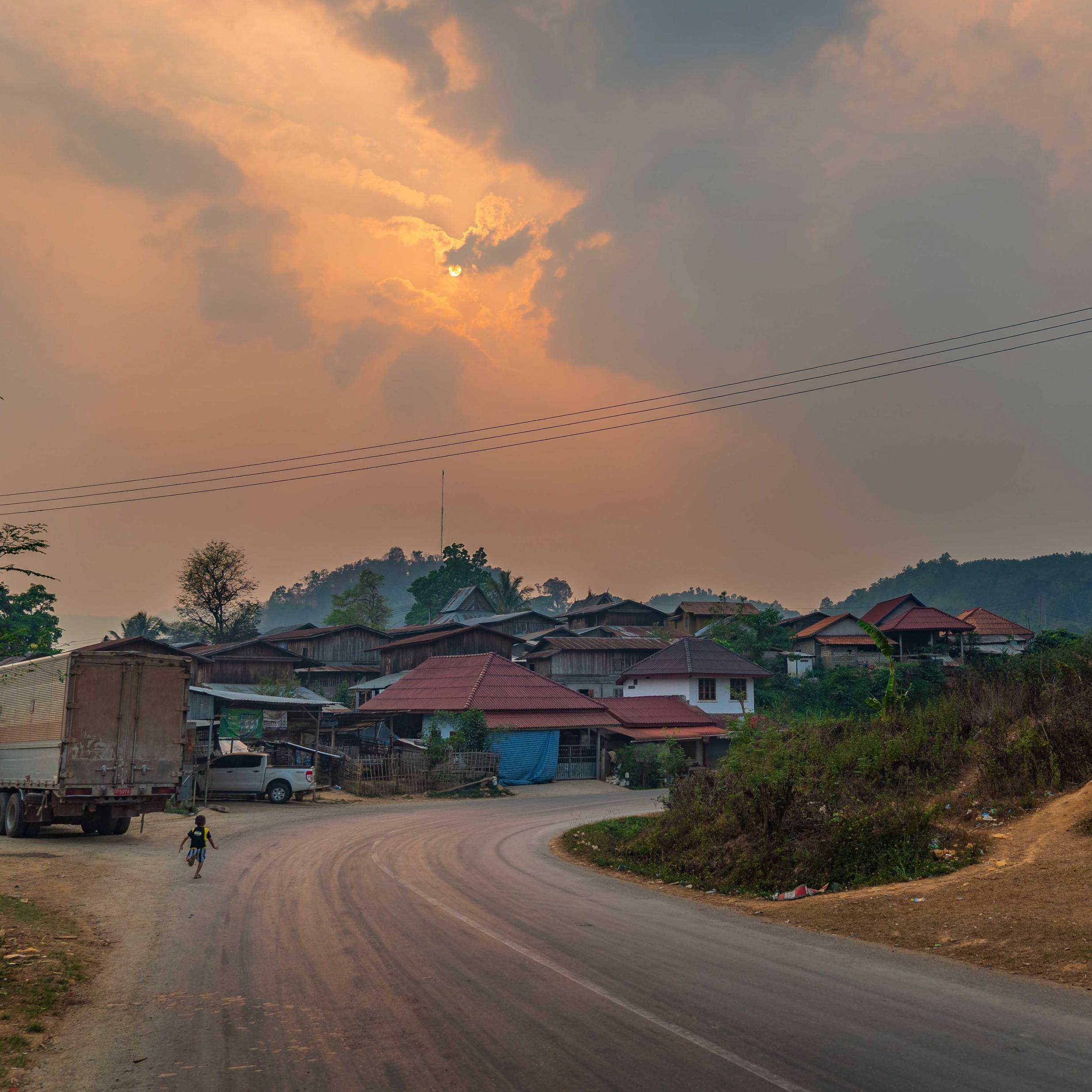 SMALL VILLAGE BETWEEN VANG VIENG AND LUANG PRABANG