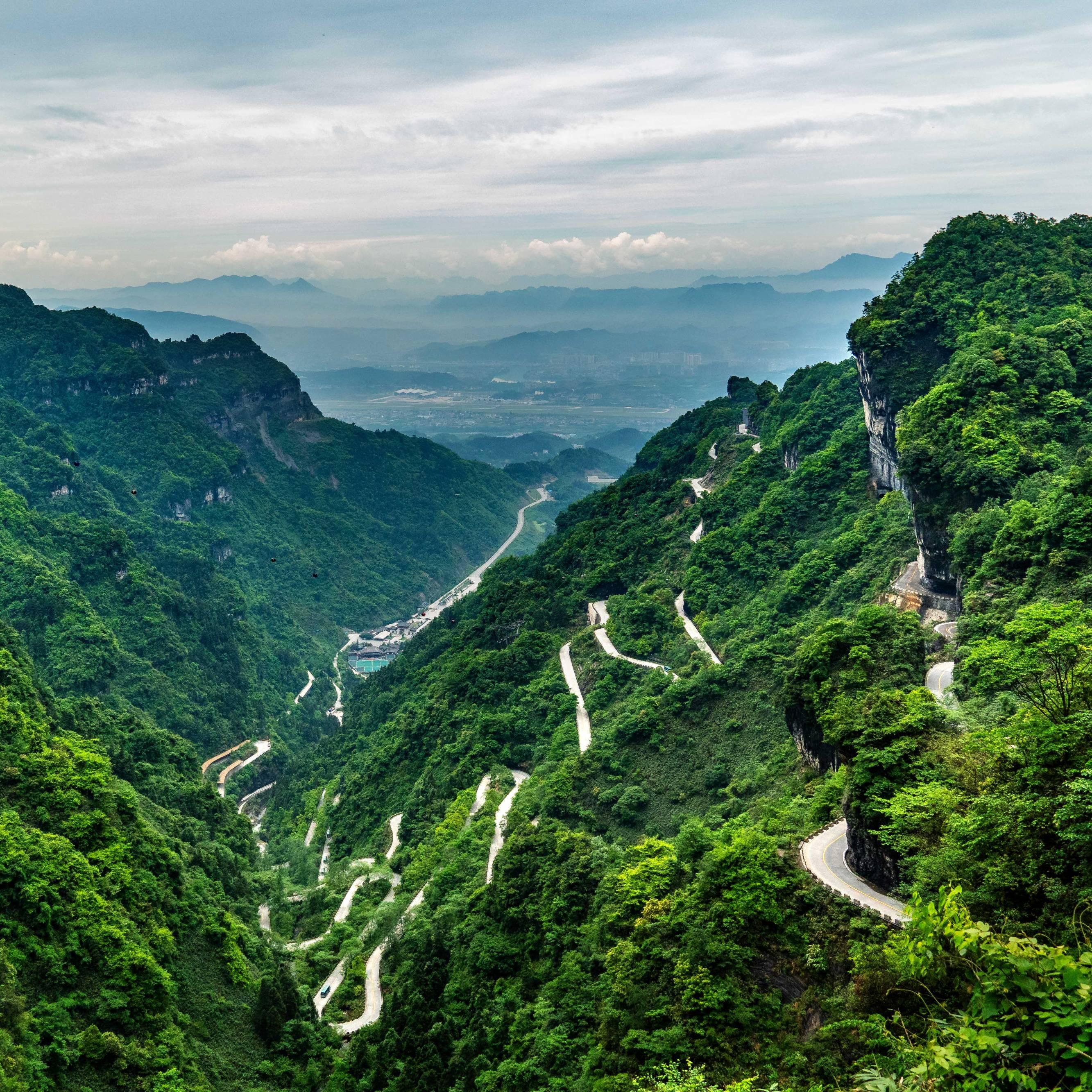 Street to Tianmen Mountain