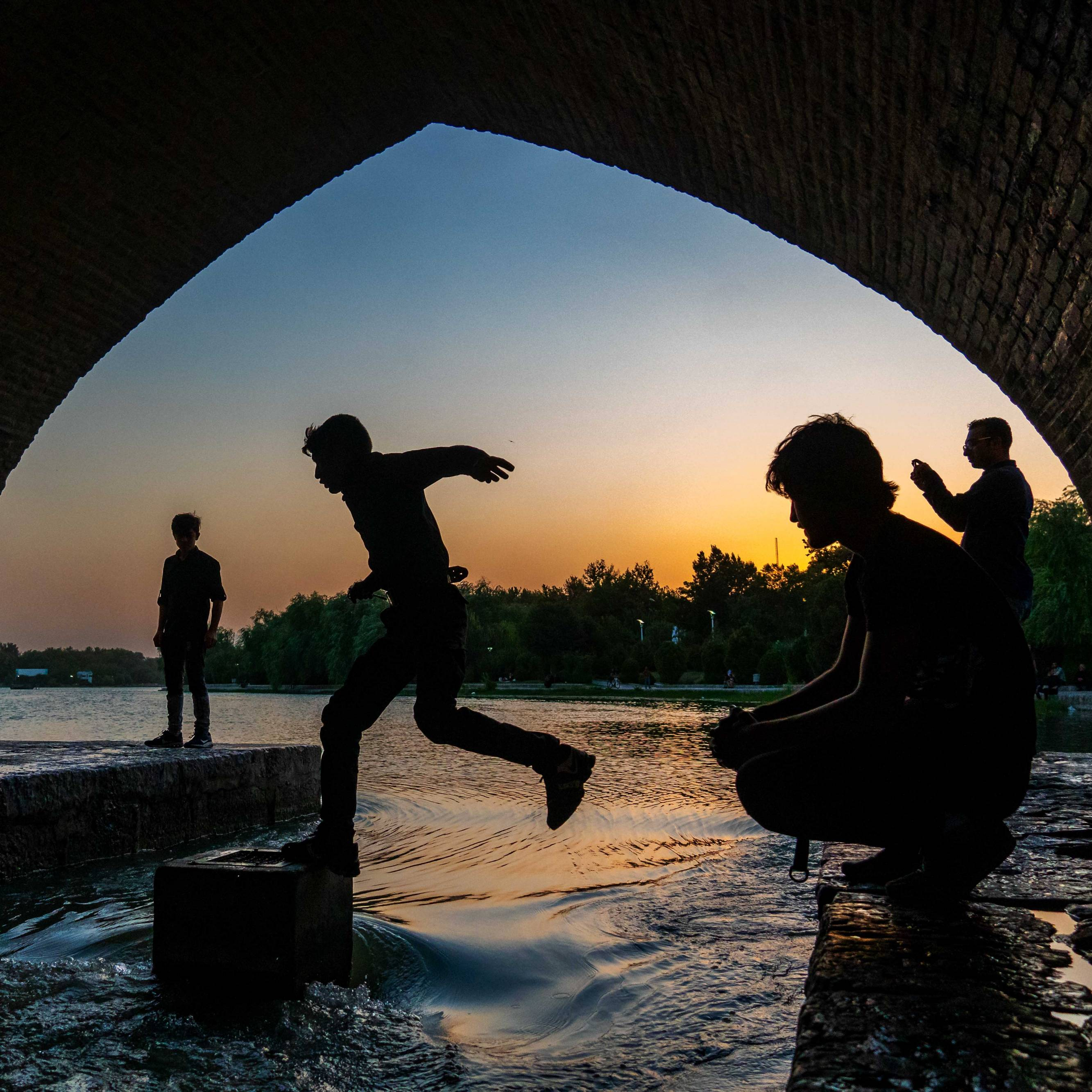 Boys jumping over Zajandeh Rud river